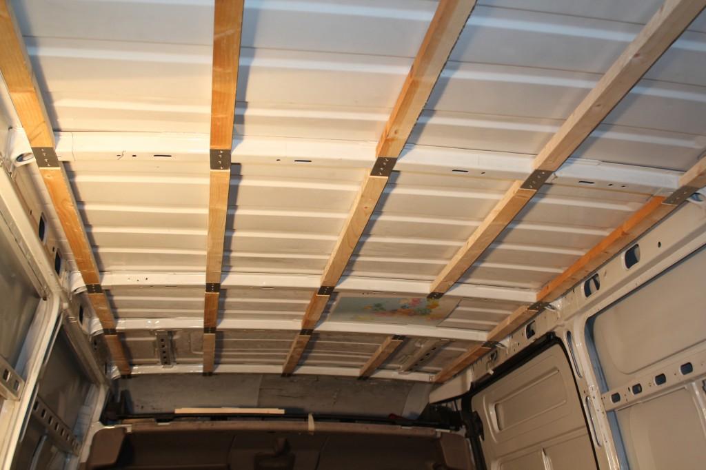 Isolation pose des lattes poimobile for Pose lambris pvc au plafond sur tasseaux