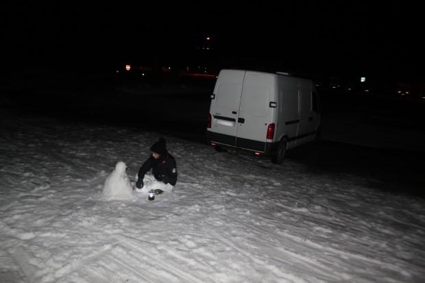fourgon-amenage-sous-la-neige