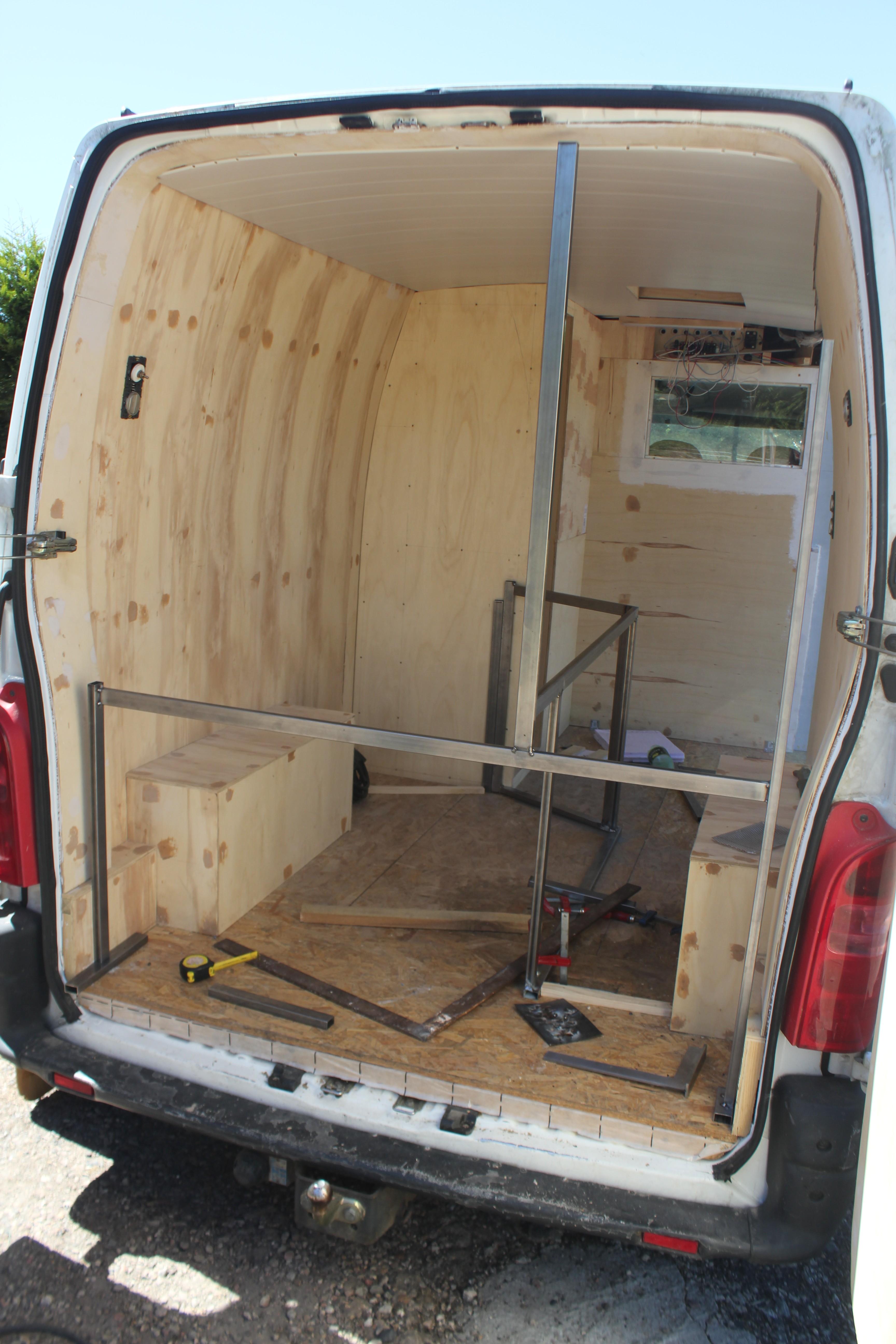 structure du lit poimobile fourgon am nag. Black Bedroom Furniture Sets. Home Design Ideas