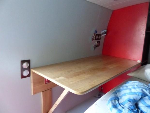 Table dépliée pour fourgon aménagé