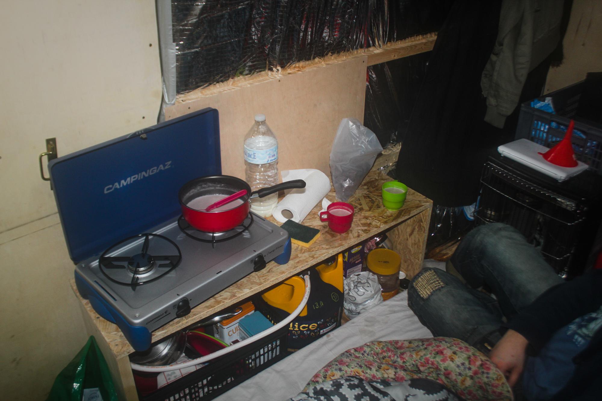 meuble de cuisine pour fourgon poimobile fourgon am nag. Black Bedroom Furniture Sets. Home Design Ideas
