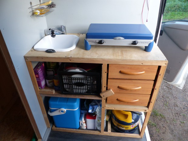 Meuble de cuisine pour fourgon poimobile fourgon am nag for Auto interieur kuisen