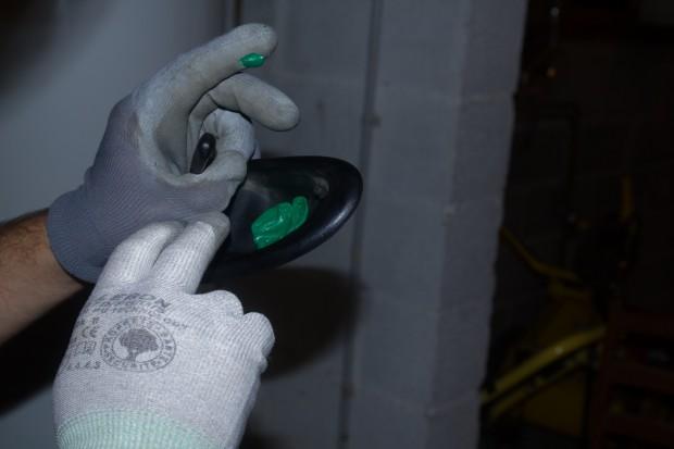 Réparer poignée de fourgon avec des bouchons en plastique