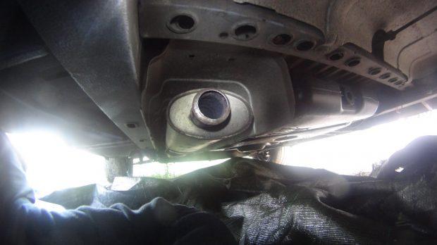 Installation du silencieux sous le Renault Master