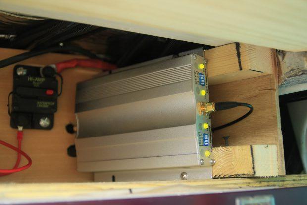 installation de l'amplificateur 3G/4G dans le fourgon
