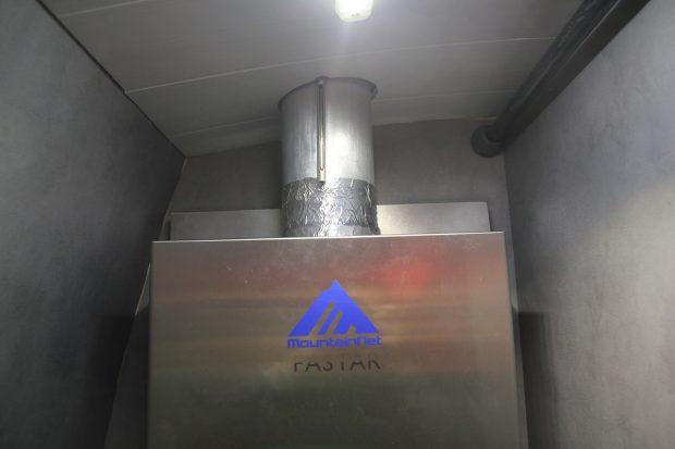 liaison cheminée avec le chauffe eau + scotch alu