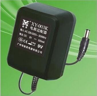 Tranfomateur 220V -/> 12V» /></p> <p>C'est ce qui est utilisé pour les chargeurs de téléphone, appareil photo, etc… c'est très courant. Soit t'en trouves un vieux qui te sort la bonne tension pour ton appareil 12V, soit tu peux en acheter un universel qui te permet de choisir la tension et d'avoir plusieurs embouts de connexion, dans ce genre là : <a href=