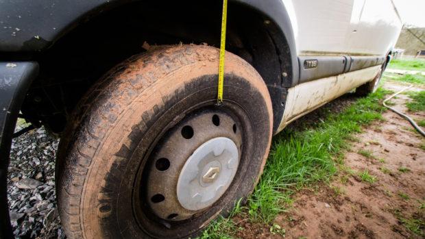 Vérifier la hauteur des pneus