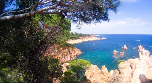 Paysage typique de la costa brava en espagne