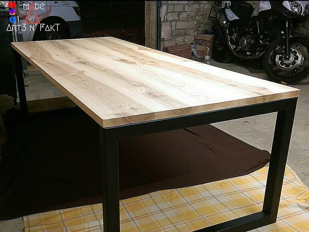Réalisation table par une personne avec une seule main